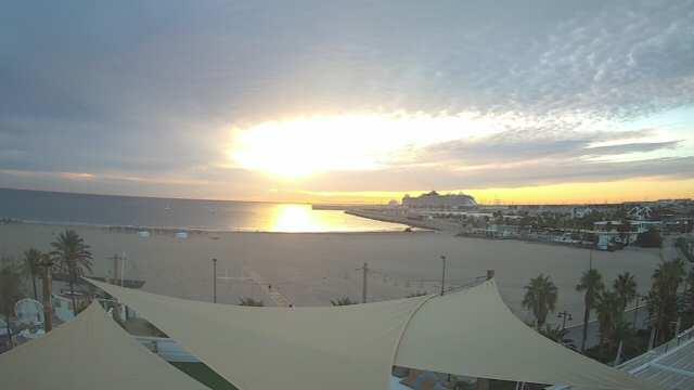 Valencia, Las Arenas Beach (Hostal Miramar)